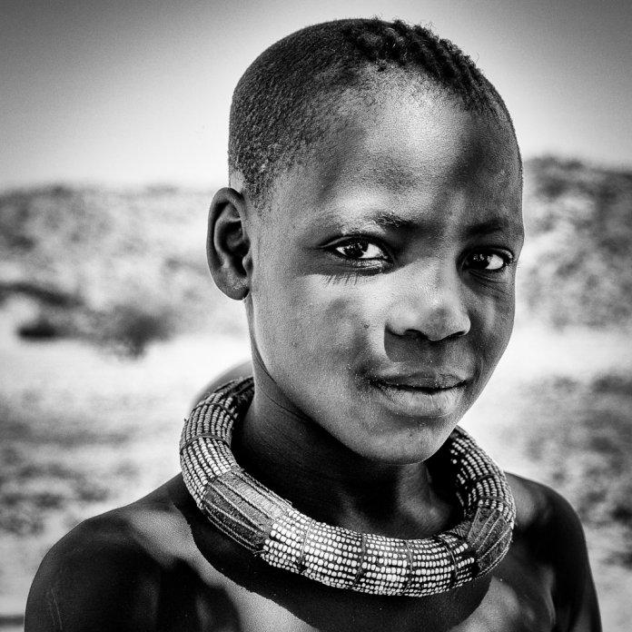 ©-Sebastião-Salgados.-Amazonas-images.-Tribo-Himba-Nam%C3%ADbia7-696x696.jpg