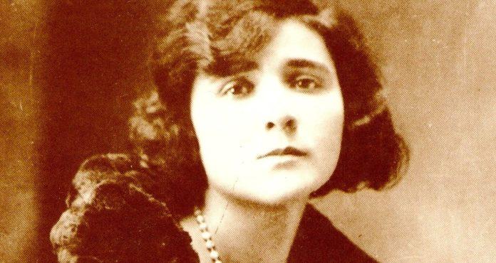 Florbela Espanca, poeta portuguesa, viveu entre 1894 e 1930.